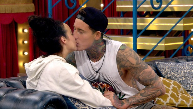 CBB: Steph & Jeremy kiss in the house. 27 January 2016.