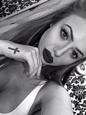 Geordie Shore's Holly Hagan shares Instagram selfie, 4th February 2016