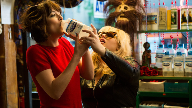 How to be Single film still: Alice (Dakota Johnson) and Robin (Rebel Wilson) hangover scene