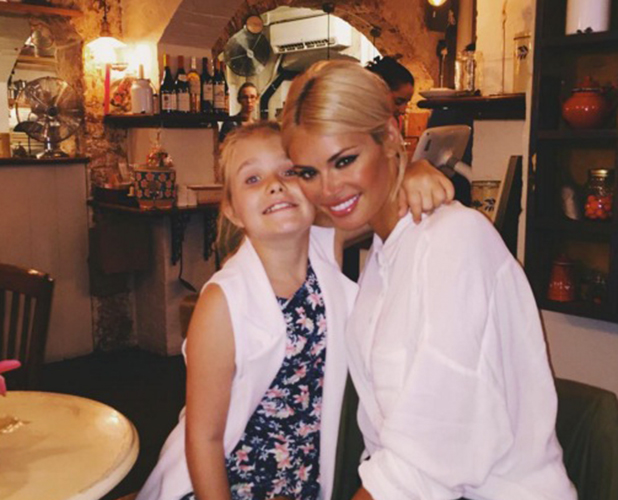 Chloe Sims and daughter Madison having brunch in Covent Garden, 2015