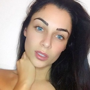 Love Island's Cally Jane Beech posts no make-up selfie to Instagram, 25th February 2016