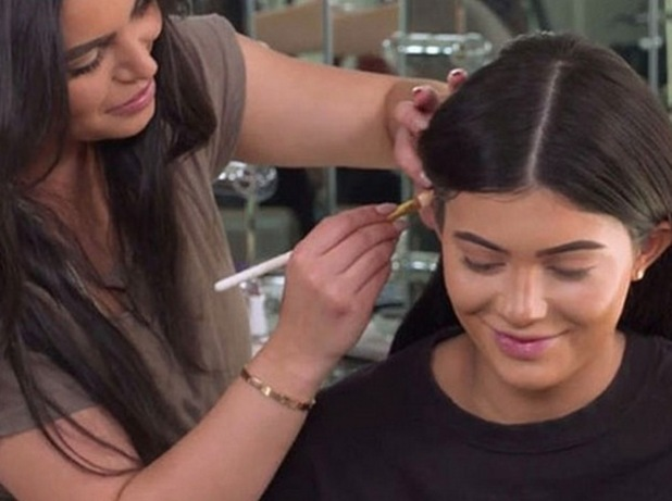 Kylie Jenner and her make-up artist Hrush Achemyan show us how to contour our ears, 25th February 2016