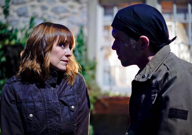 Emmerdale, Rhona tries to kiss Marlon, Tue 1 Feb