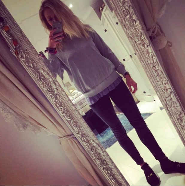 Fearne Cotton rocks loafers and skinny trousers in mirror selfie, 4 March 2016.