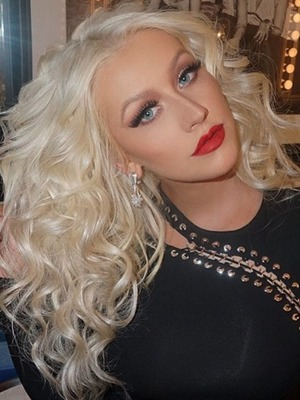 Christina Aguilera, behind-the-scenes of The Voice (USA), curly hair, February 15, 2016