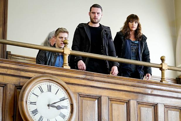 Emmerdale, Aaron, Chas, Robert at Gordon's case, Wed 16 Mar
