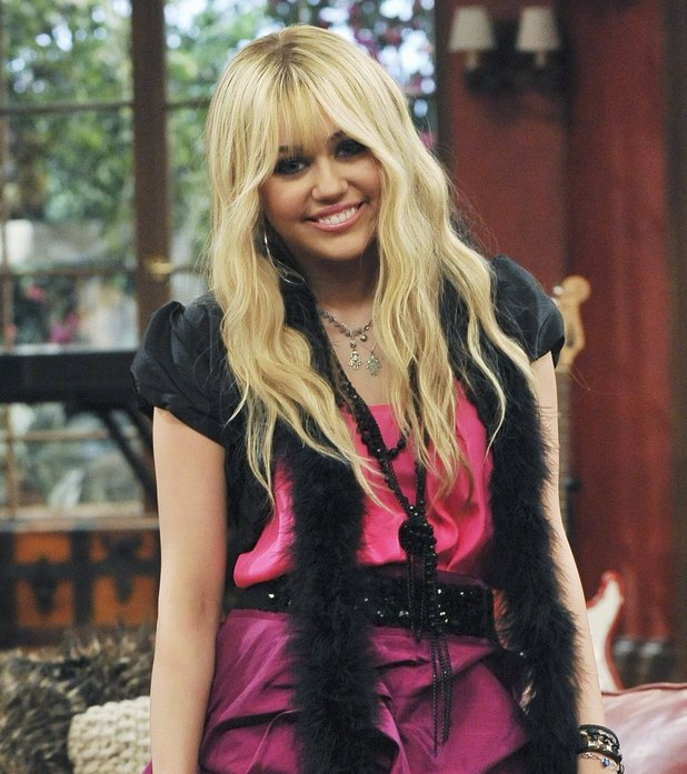 HANNAH MONTANA Season 4 - 'It's The End of The Jake As We Know It' - Oliver returns to visit Miley and Lilly, but also reveals to Miley that Jake is two-timing her, just as Miley is scheduled to film a Hannah Holiday Special with Jake and sing a duet with Sheryl Crow. Meanwhile, Jackson, dresses up as Rico's father in order to help Rico convince Al Blaine to sell him the pier, in a new episode of 'Hannah Montana,' premiering SUNDAY, AUGUST 8 (8:00-8:30 p.m., ET/PT) on Disney Channel.