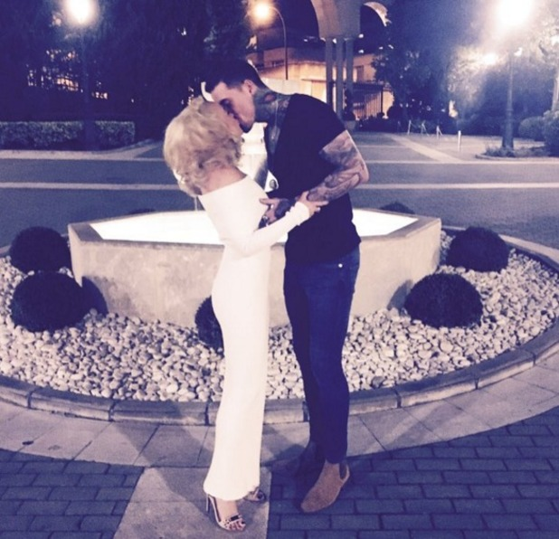 Stephanie Davis and Jeremy McConnell kiss Instagram, 7 April 2016