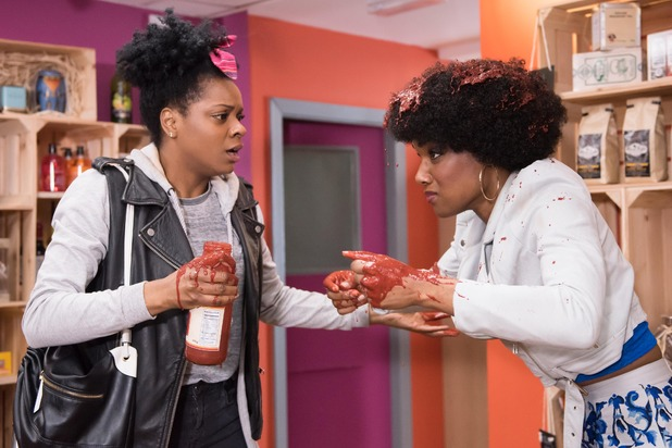 Hollyoaks, Lisa pours sauce over herself and blames Sonia, Thu 2 Jun
