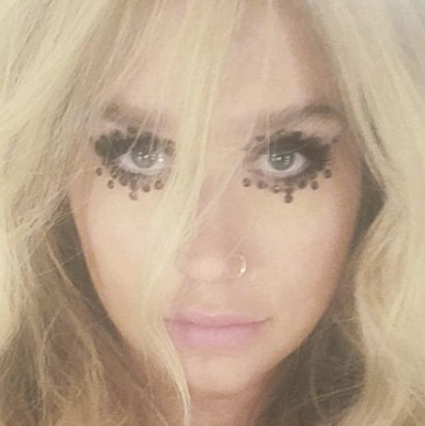 Ke$ha rocks bedazzled eye with black eye gems, by make-up artist, Vittorio Masecchia, 3 June 2016