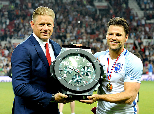 Peter Schmeichel presents Man Of the Match trophy to Mark Wright during Soccer Aid at Old Trafford on June 5, 2016 in Manchester, England. (Photo by Shirlaine Forrest/WireImage)