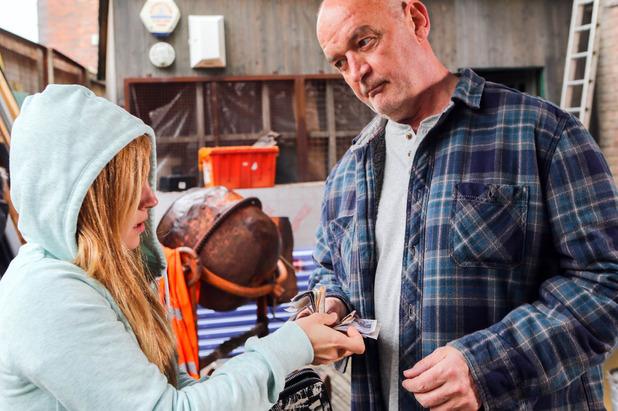Corrie, Sarah pays Phelan to change the locks, Thu 23 Jun