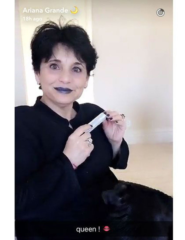 Ariana Grande shares picture of mum joan wearing the Kylie Lip Kit in KyMajesty, 28th June 2016