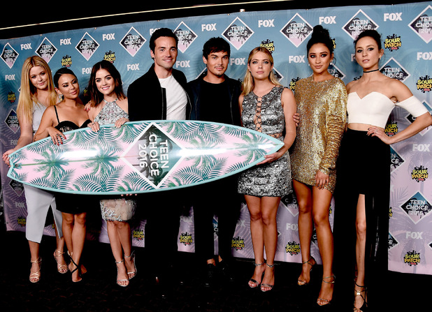 Sasha Pieterse, Janel Parrish, Lucy Hale, Ian Harding, Tyler Blackburn, Ashley Benson, Shay Mitchell and Troian Bellisario pose with the award for Choice TV Show: Drama for 'Pretty Little Liars' in the press room during Teen Choice Awards 2016 at The Forum on July 31, 2016 in Inglewood, California.