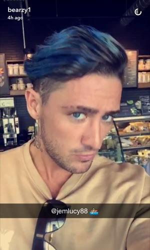 Stephen Bear dyes hair blue, Snapchat 12 September