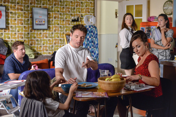 EastEnders, the Fowlers' is overcrowded, Thu 22 Sep