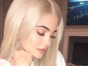 Kylie Jenner ditches the long bob and serves Disney princess vibes with long, flowing extensions