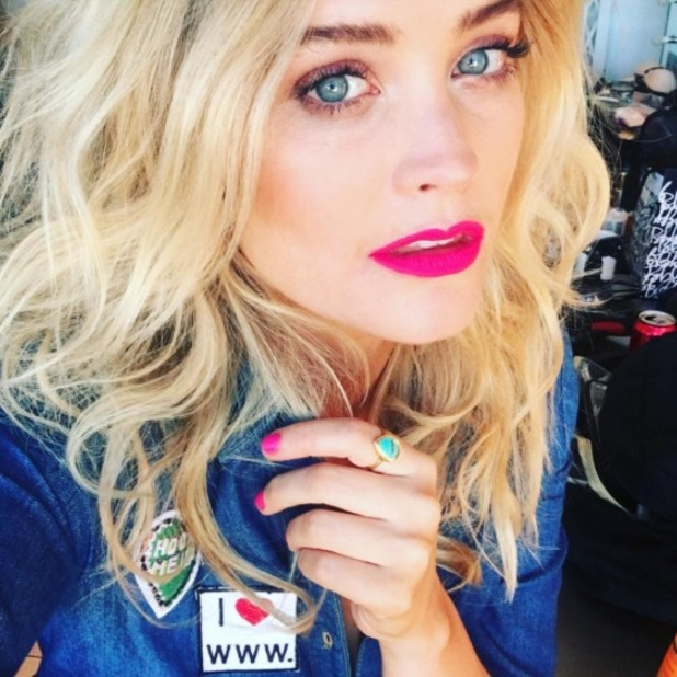 Laura Whitmore rocks matchy matchy fuchsia pink lips and nails, 3 October 2016