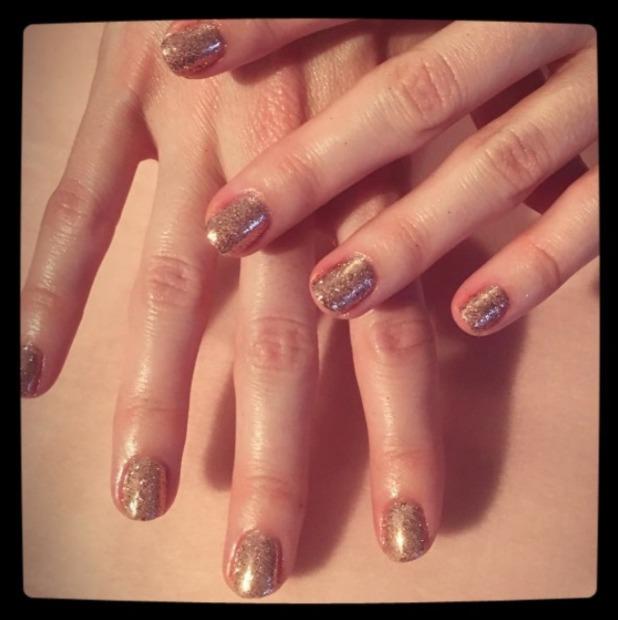 Stephanie Pratt shows off glittery gold manicure, thanks to Danielle Lane for Secret Spa UK, 4 October 2016
