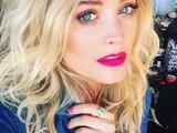 Laura Whitmore rocks matchy matchy fuchsia pink lips and nails, 3 October 2016