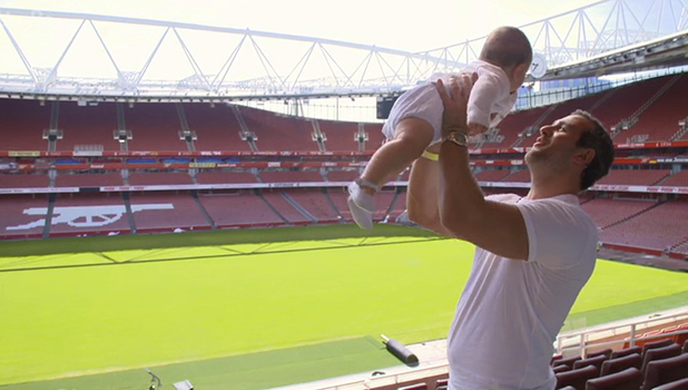 Sam Faiers: The Mummy Diaries Sam takes Paul and baby Paul on an Arsenal stadium tour 26th October 2016