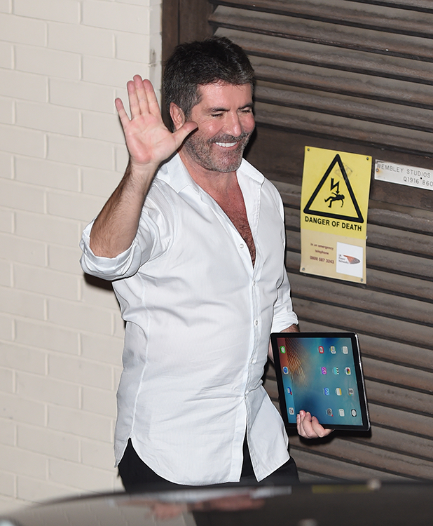 'X Factor' judge Simon Cowell leaves studio after results show 23 October 2016